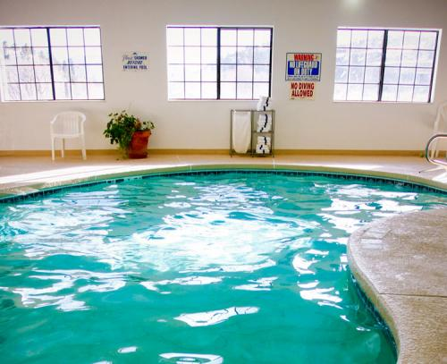 hotel-pool-South-fork